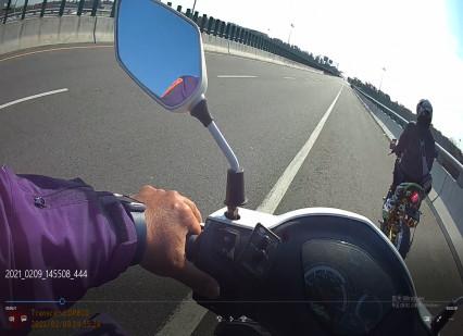 外籍移工騎電動自行車使用衛星導航誤上國道