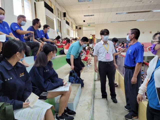 國中教育會考完成 蘇啟昌處長赴考場為學生加油